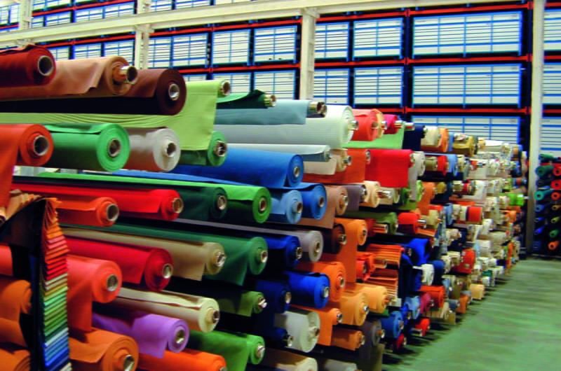Economía contacta con el textil para estudiar posibles escenarios tras el COVID-19