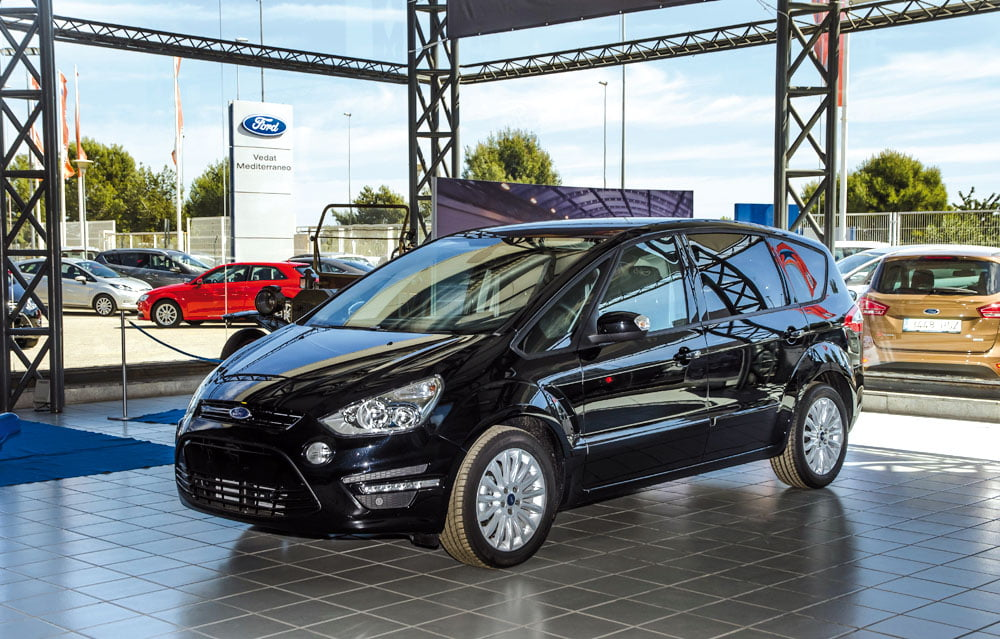 Vedat Mediterráneo: El taller para coches de los empleados de Ford