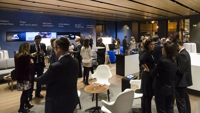 Caixabank pone en marcha en valencia un nuevo concepto de for Valencia cf oficinas
