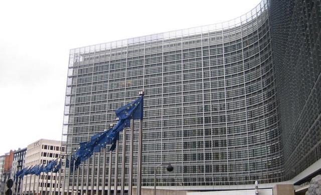 La Comisión Europea advierte que el presupuesto español de 2015 incumplirá el compromiso de déficit