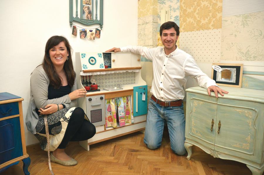 Las Tres Sillas convierte en piezas exclusivas y personalizadas viejos muebles salvados del vertedero