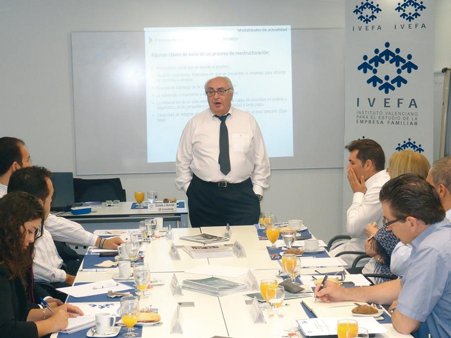 """GB Consultores presentó """"Albañilería, ingeniería e imaginación financiera"""" a los socios de Ivefa"""