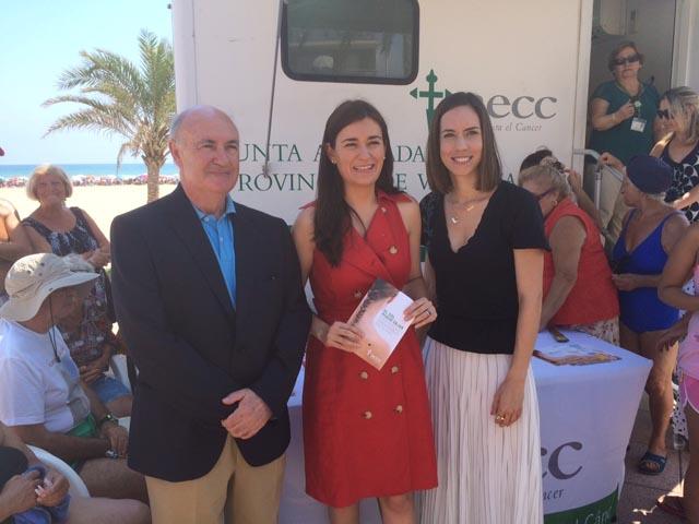 La consellera de Sanidad apoya la campaña de prevención de aeccValencia contra el cáncer de piel