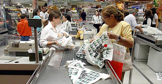 29b66145708 Los supermercados de El Corte Inglés entregan más de 25.000 kilos al Banco  de Alimentos de Valencia