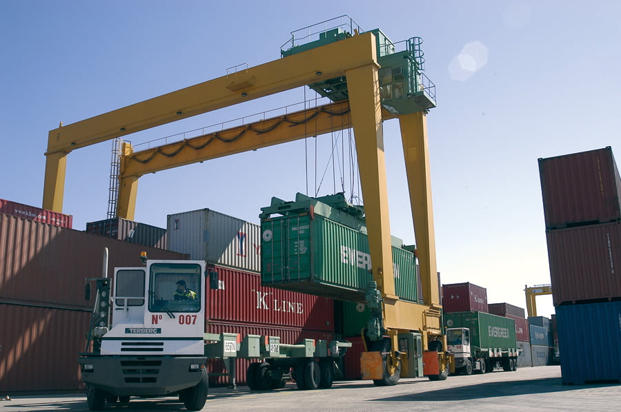 Los puertos de la Comunitat registran en 2015 incrementos de tráfico por encima del 4%