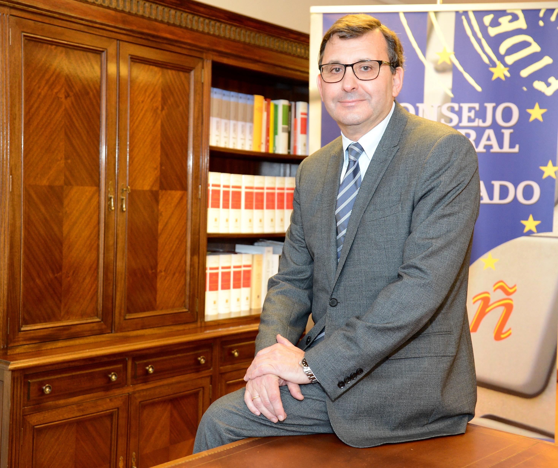 El nuevo presidente de los notarios aboga por implantar el documento público electrónico
