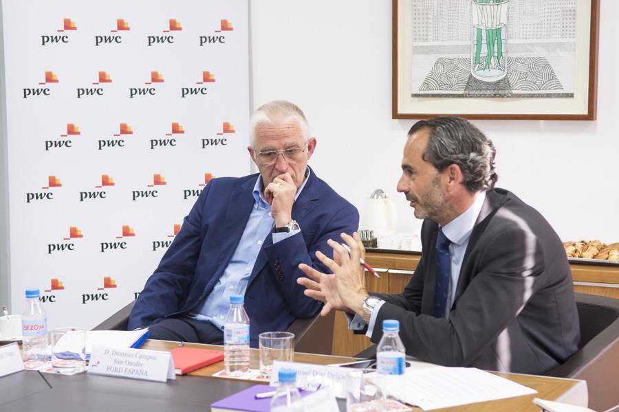 De izda. a dcha., Dionisio Campos (Ford) y Manuel Díaz (PwC)