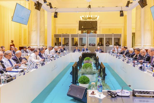 ecb-press-conference_34330798084_o