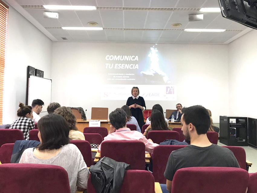 Ofelia Santiago informa sobre 'coaching' a los alumnos de la UJI