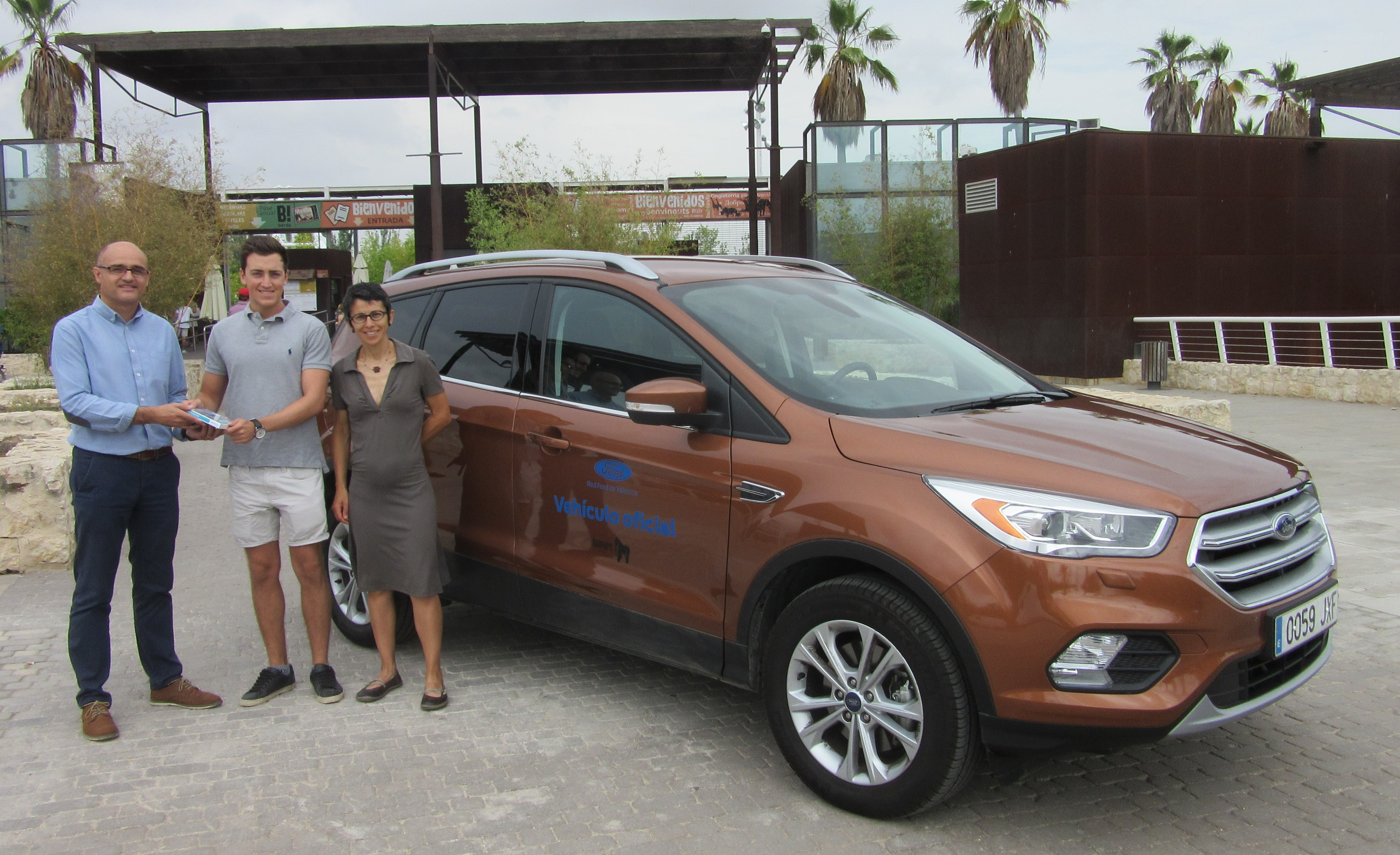 La Red Ford de Valencia entrega el premio del sorteo realizado en Bioparc