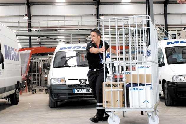 La compañía de transporte urgente MRW traslada su sede desde Barcelona a Valencia