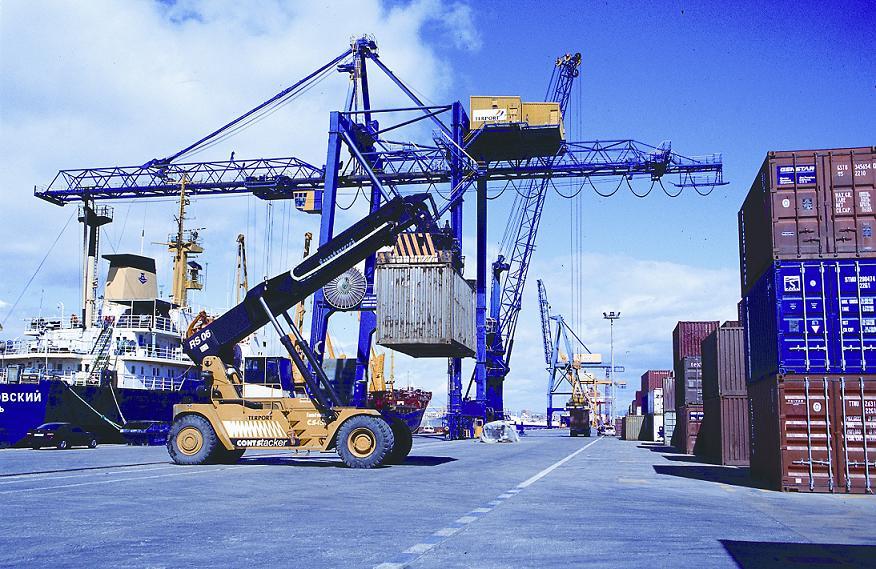 Las exportaciones cayeron un 24,1 % en la Comunitat durante la pandemia