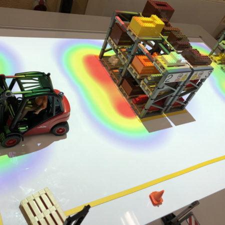 Imagen destacada El juego de logística Llog incorpora un sistema de proyección en tiempo real