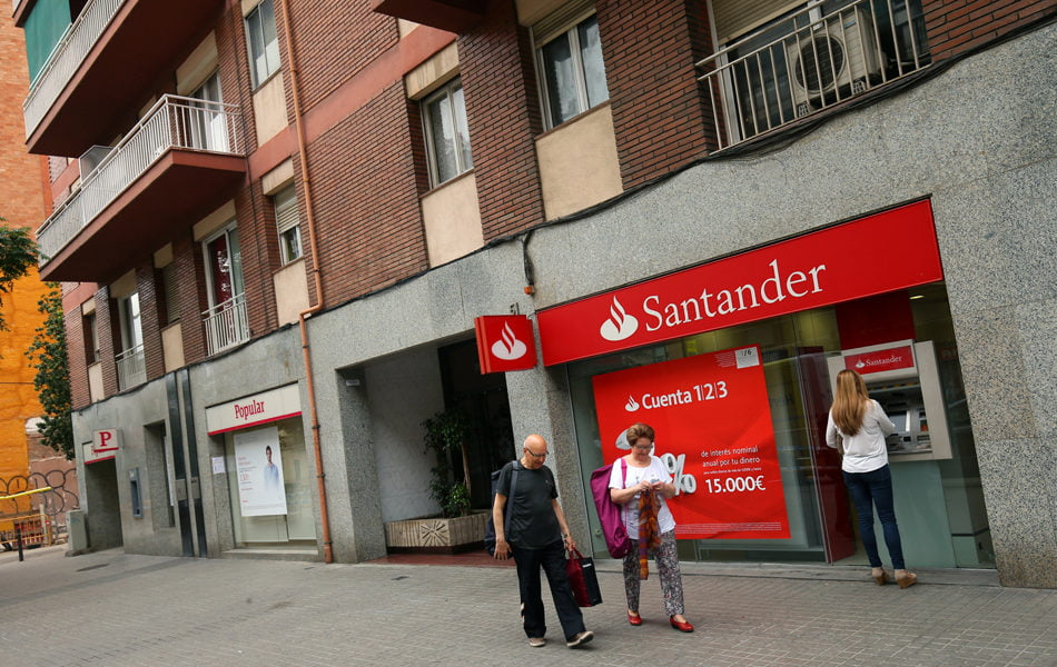 Imagen destacada El Santander cuenta con 3.069 trabajadores y 1.000 sucursales menos
