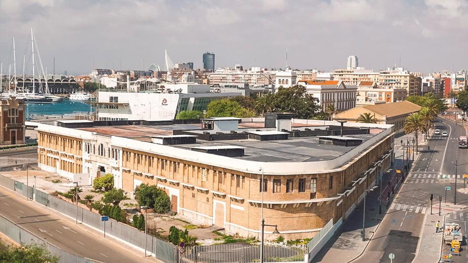 La Marina de Valencia busca usos para los recuperados edificios Docks