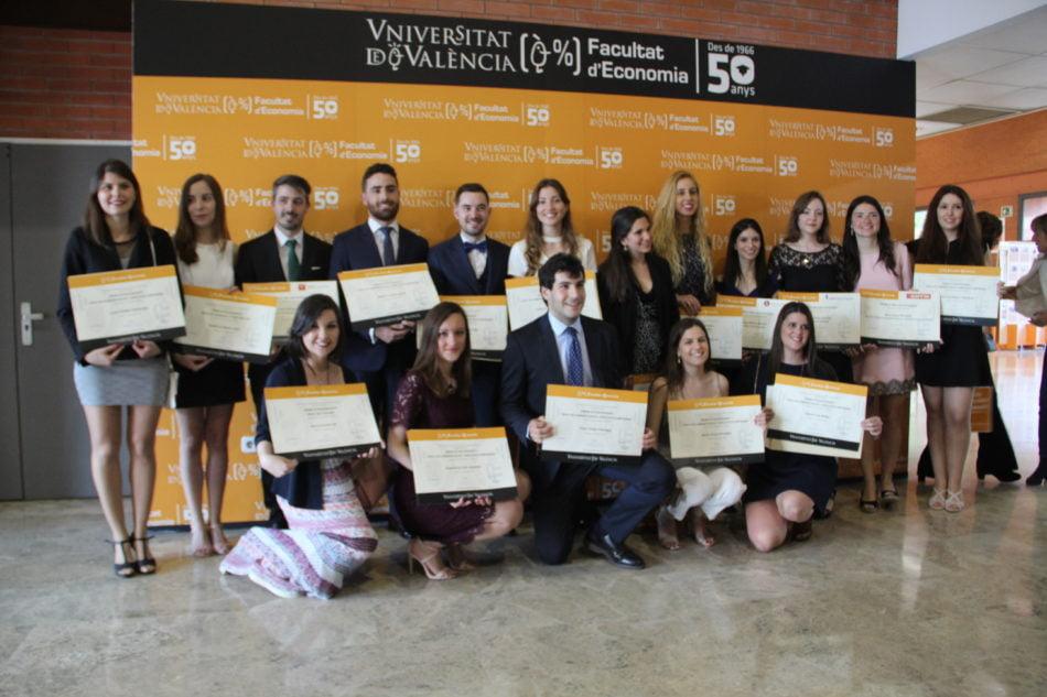 La UV entrega los Premios Extraordinarios a alumnos de economía