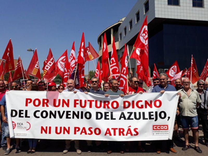 Los sindicatos del azulejo se manifiestan para pedir un aumento salarial del 3,1%