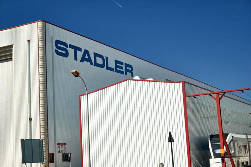 Stadler suspende temporalmente su actividad en planta pero garantiza el empleo