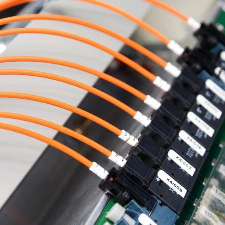 Imagen destacada La competencia de Telefónica pagará un 40% menos por acceder a su fibra