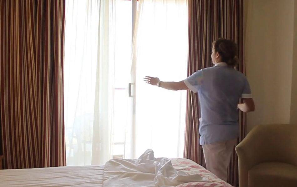 El Invassat marca las condiciones laborales de las camareras de piso