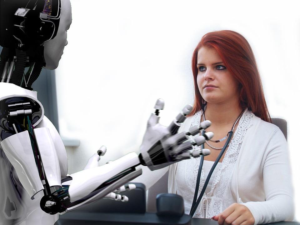 Más de la mitad de los niños valencianos asume que trabajarán con robots