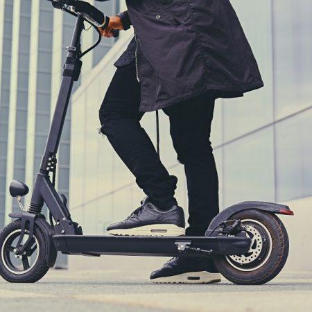 Imagen destacada València estudia qué impuesto aplicar a empresas de patinetes y motos eléctricas
