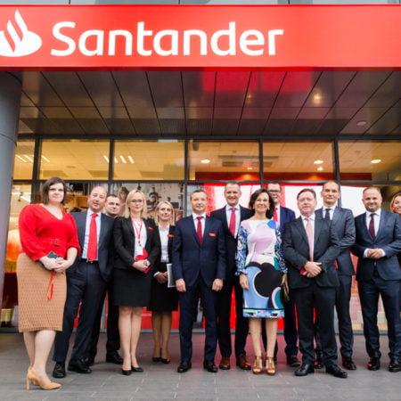 Imagen destacada Banco Santander extiende su marca a las 565 oficinas de su filial polaca