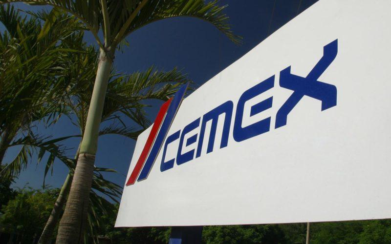 Logo de Cemex en un cartel.