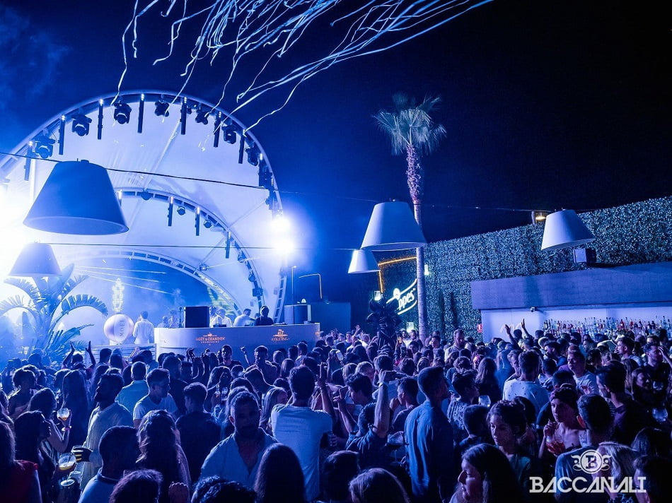 Marina Beach Club despide 2018 con pirotecnia y música remember