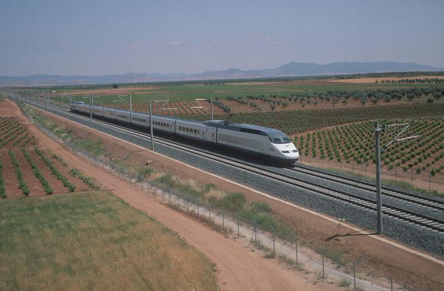 Un tren de Renfe AVE
