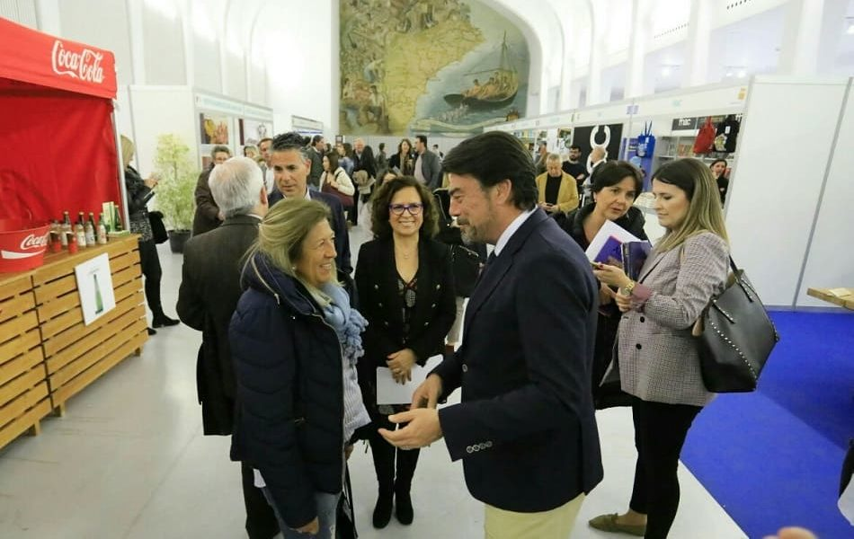 Imagen destacada Blue Jeans, Eslava Galán y Sónsoles Ónega acuden a la Feria del Libro de Alicante