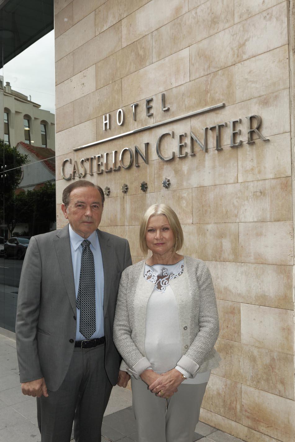 José Luis Vivas Llach y Berta Rapalo Badenes a las puertas del Castellón Center | Foto: A. Pradas