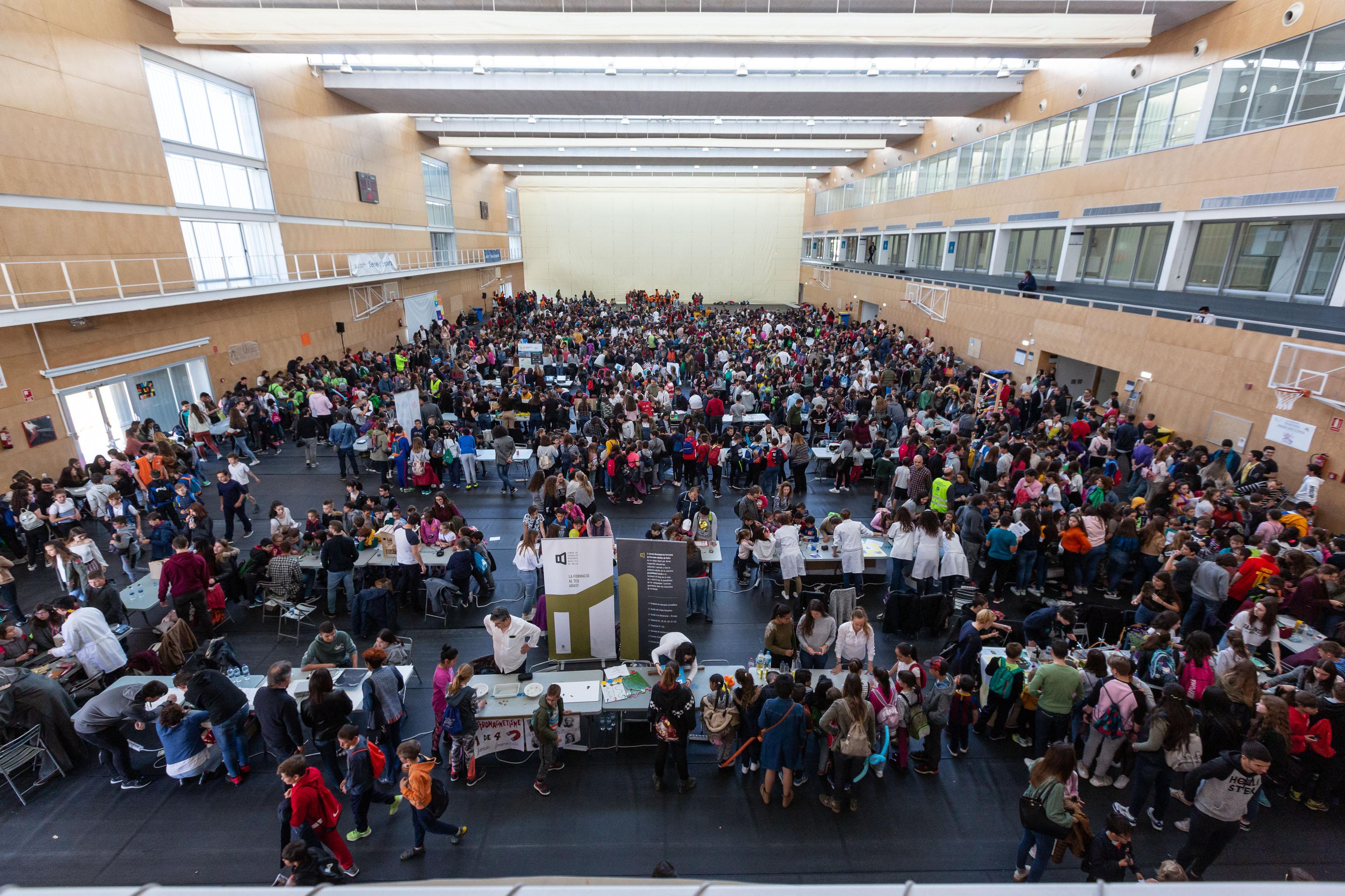 Imagen destacada Firujiciència reúne a 3.000 escolares que contactaron con la ciencia en 75 talleres