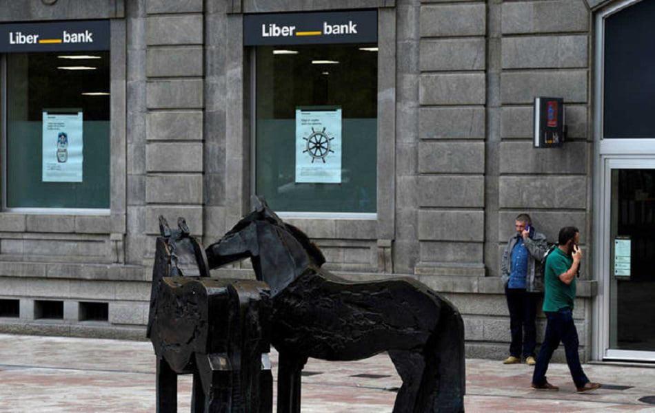 Imagen destacada Los bancos españoles defienden su independencia ante la presión de las fusiones