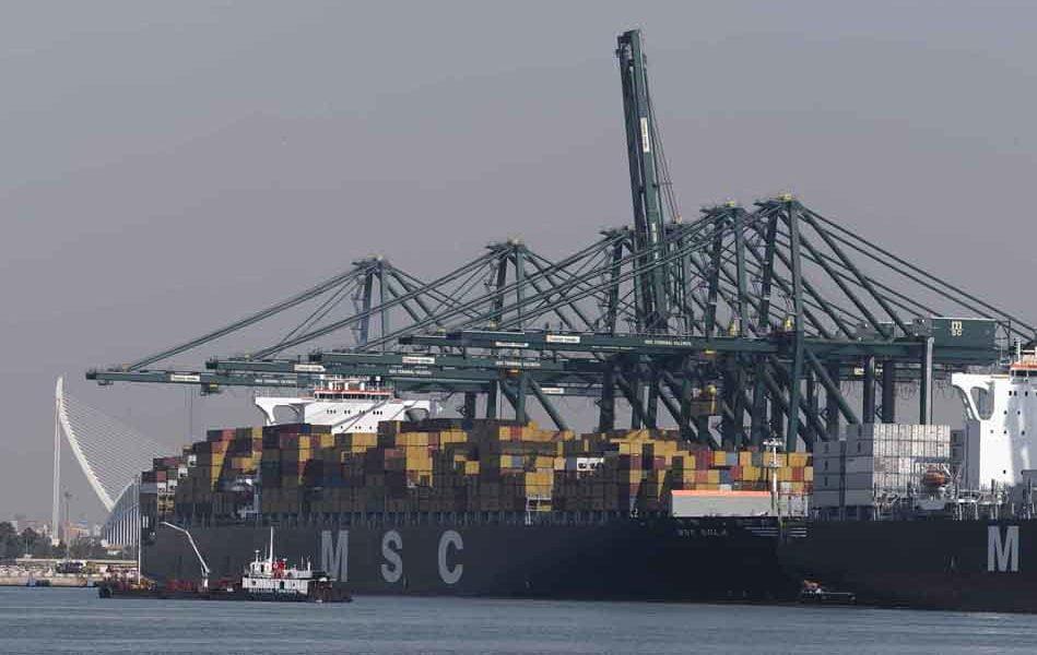 Empresarios y políticos recrudecen el debate sobre la ampliación del puerto de València