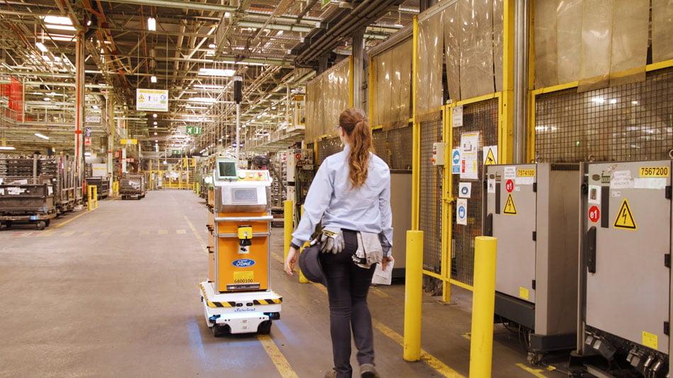 Imagen destacada El robot autopropulsado Survival entrega las piezas en Ford Almussafes