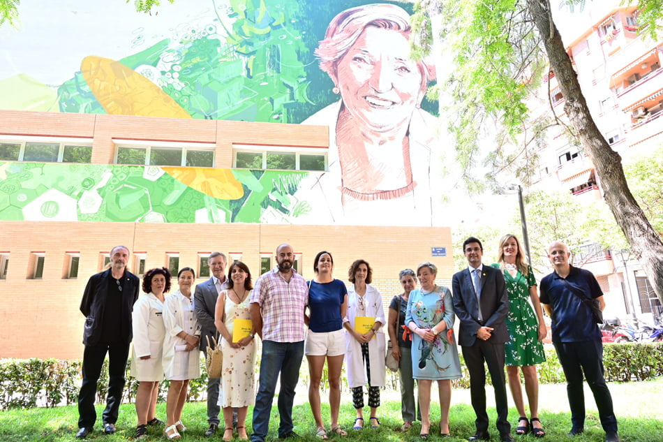 Una sonriente Anna Luch preside el centro de salud de Benimaclet