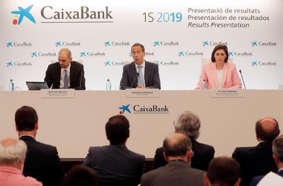 CaixaBank recorta a la mitad el dividendo de 2019 y desconvoca la junta