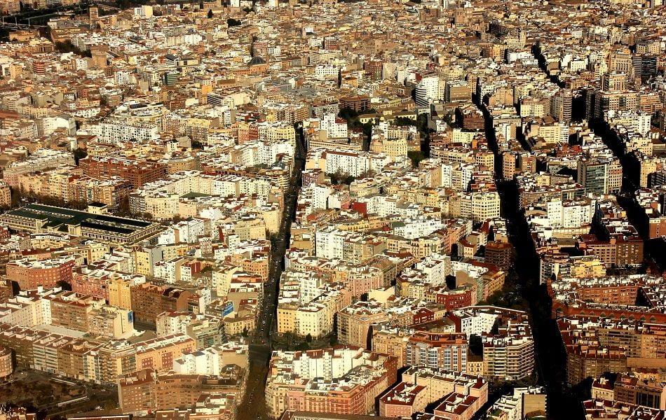 València se apoya en colegios profesionales para agilizar licencias de actividad