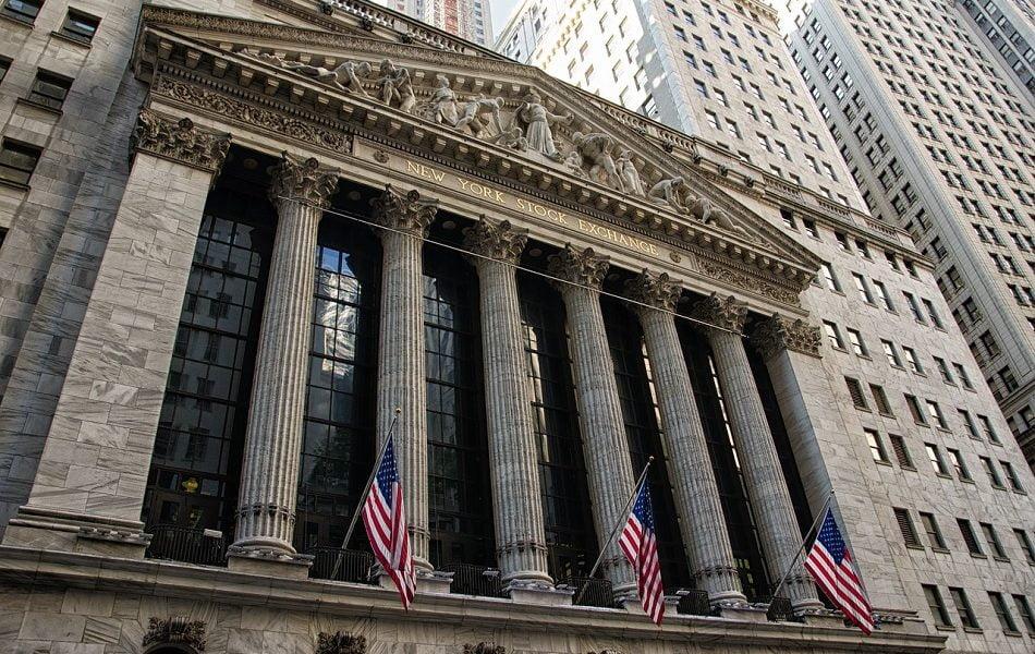 Wall Street se desploma un 9,71% en apertura y paraliza operaciones