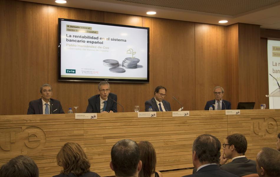 """""""Cuanto antes se resuelva la incertidumbre política más favorable será para la economía"""""""