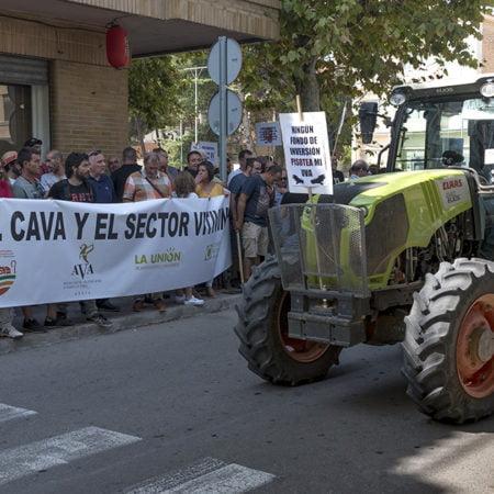 Viticultores y tractores