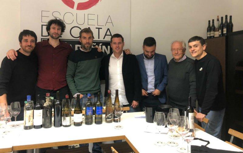 Participantes en la cata para la Guía Peñín en Madrid con vinos submarinos alicantinos.