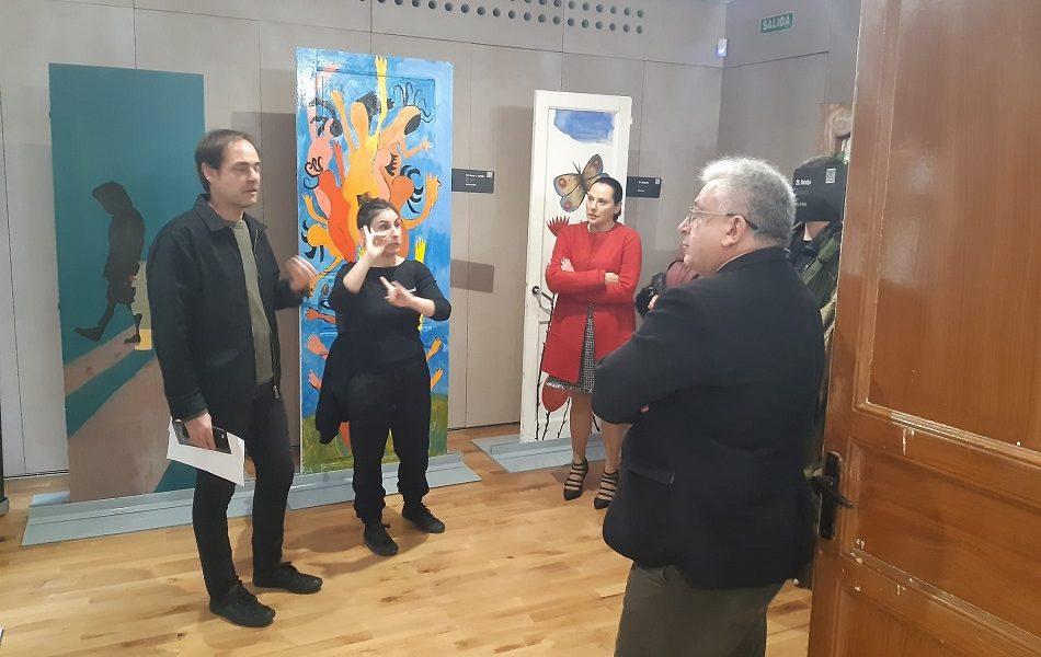 La exposición de arte 'Puertas' visibiliza en Alicante la violencia machista