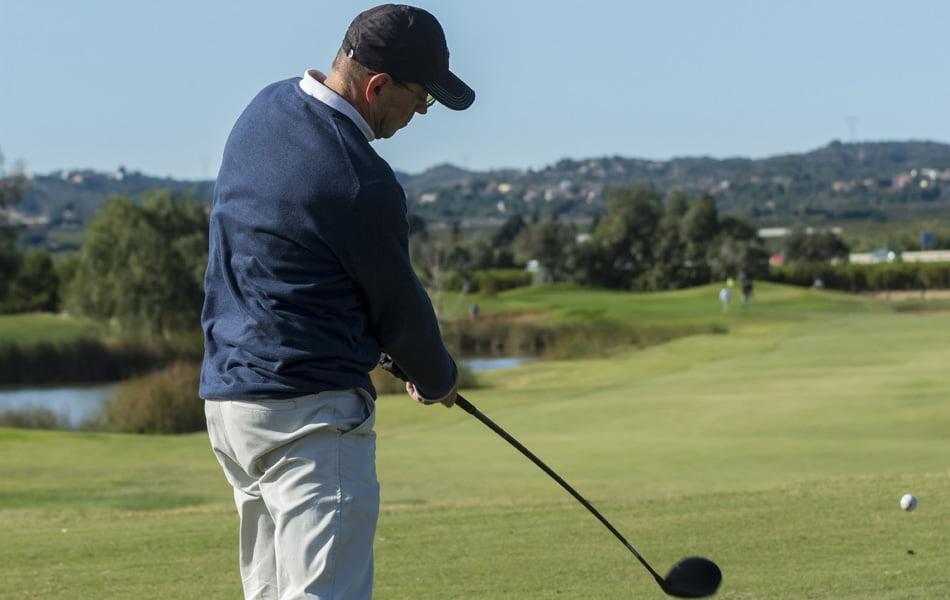 Más de 80 jugadores participan en el IV torneo de Economía 3 en Foressos Golf