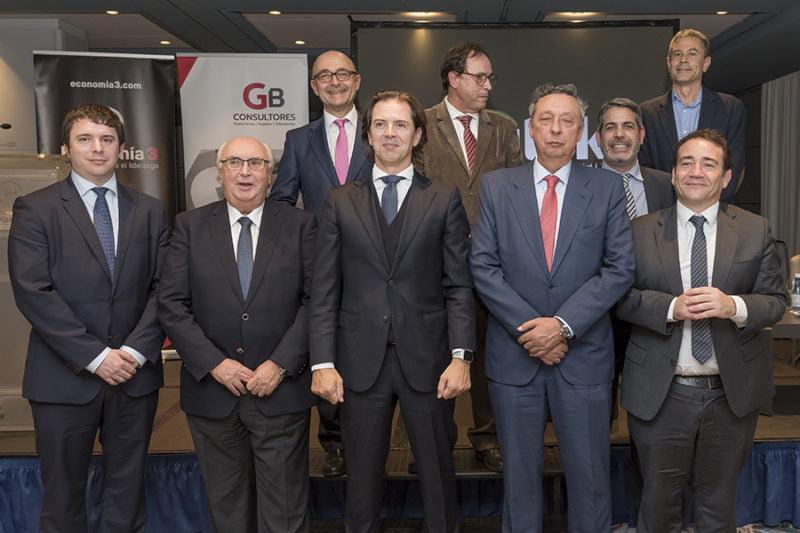 En la mesa de expertos participaron los directores financieros de Consum, APV, Imegen, Grupo Ribera Salud y Bodegas Vicente Gandía. | Foto: V.A. Jiménez