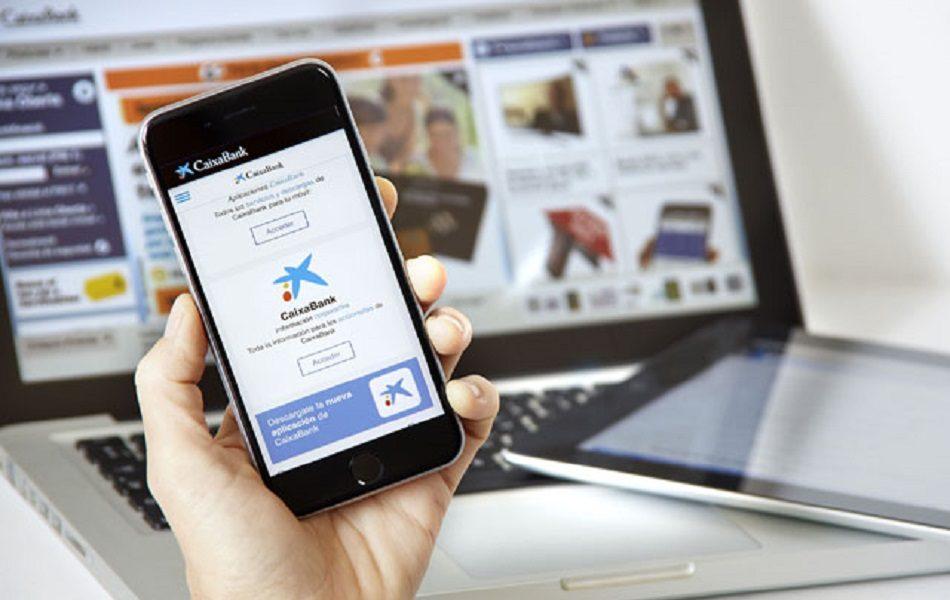Más de un millón de clientes de CaixaBank firman sus operaciones con el móvil