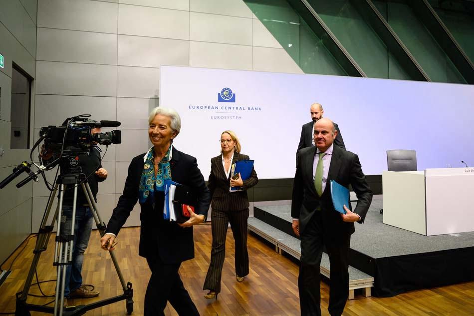 Imagen destacada Lagarde se estrena en el BCE con una revisión a la baja del PIB