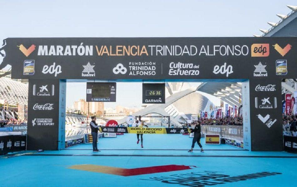 Cheptegei bate el récord del mundo de 10K en Valencia