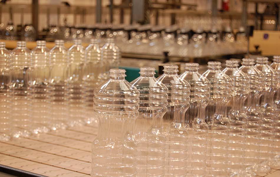 Caiba se rebela ante la prohibición de vender aceite de oliva virgen en botellas de plástico